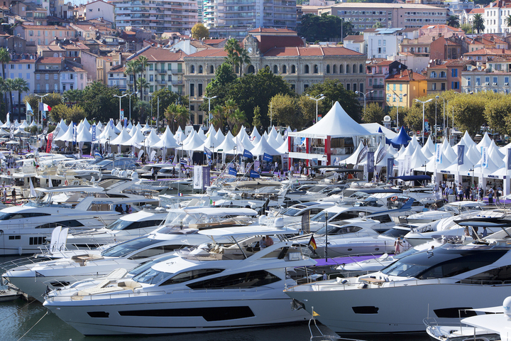 The Cannes yachting festival is waiting for you!
