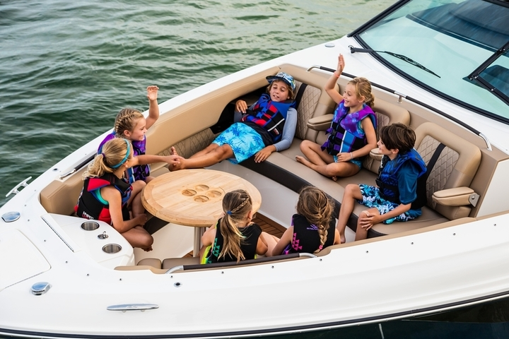 """Boat of the Year"" is Sea Ray SLX 400"
