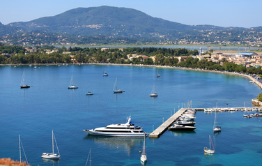 5 reasons to rent a yacht in Greece