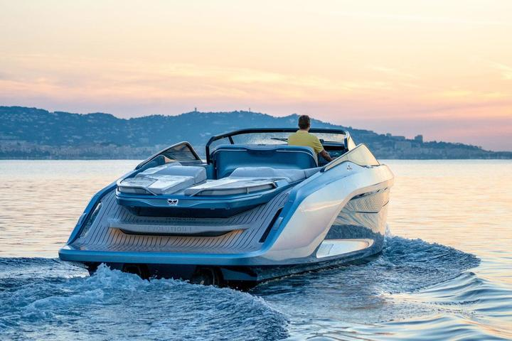 Princess Yachts have presented a sports yacht R35