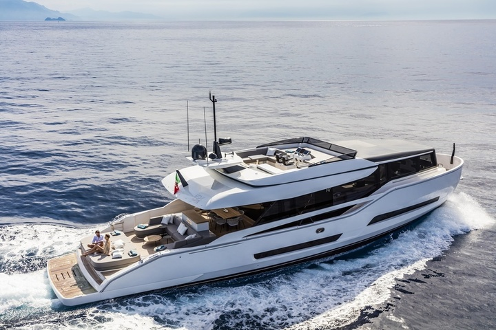 The speed of the Italian yachts increases to 30 knots