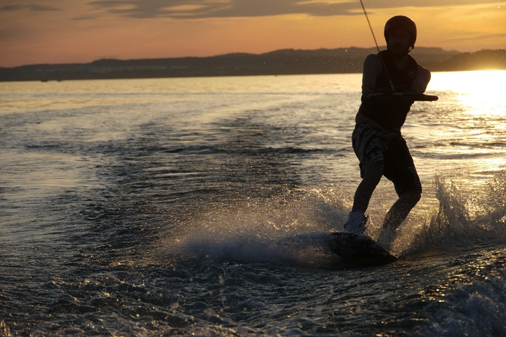Wakeboarding: training to stand firmly on the water