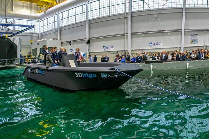 Boat printed on the world's largest 3D printer in the USA